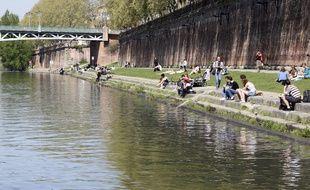 Les bords de Garonne au niveau de la Place de la Daurade. 7/04/2011 Toulouse