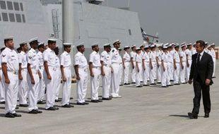 Nicolas sarkozy à Abou Dhabi, aux Emirats arabes unis, lors de l'inauguration de la base militaire française le 26 mai 2009.