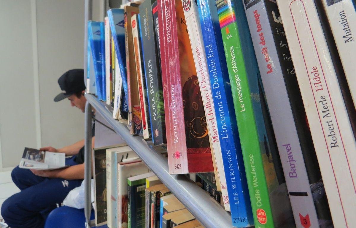 Marseille le 3 NOVEMBRE 2014. Un collectif d'habitants du 3e arrondissement installe des bibliothèques chez les commerçants.  – Amandine Rancoule / 20 Minutes