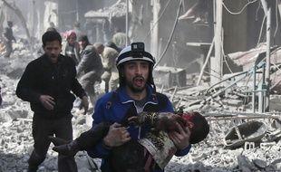 Près de 80 civils ont été tués le 19 février 2018 dans les bombardements sur un fief rebelle en Syrie.