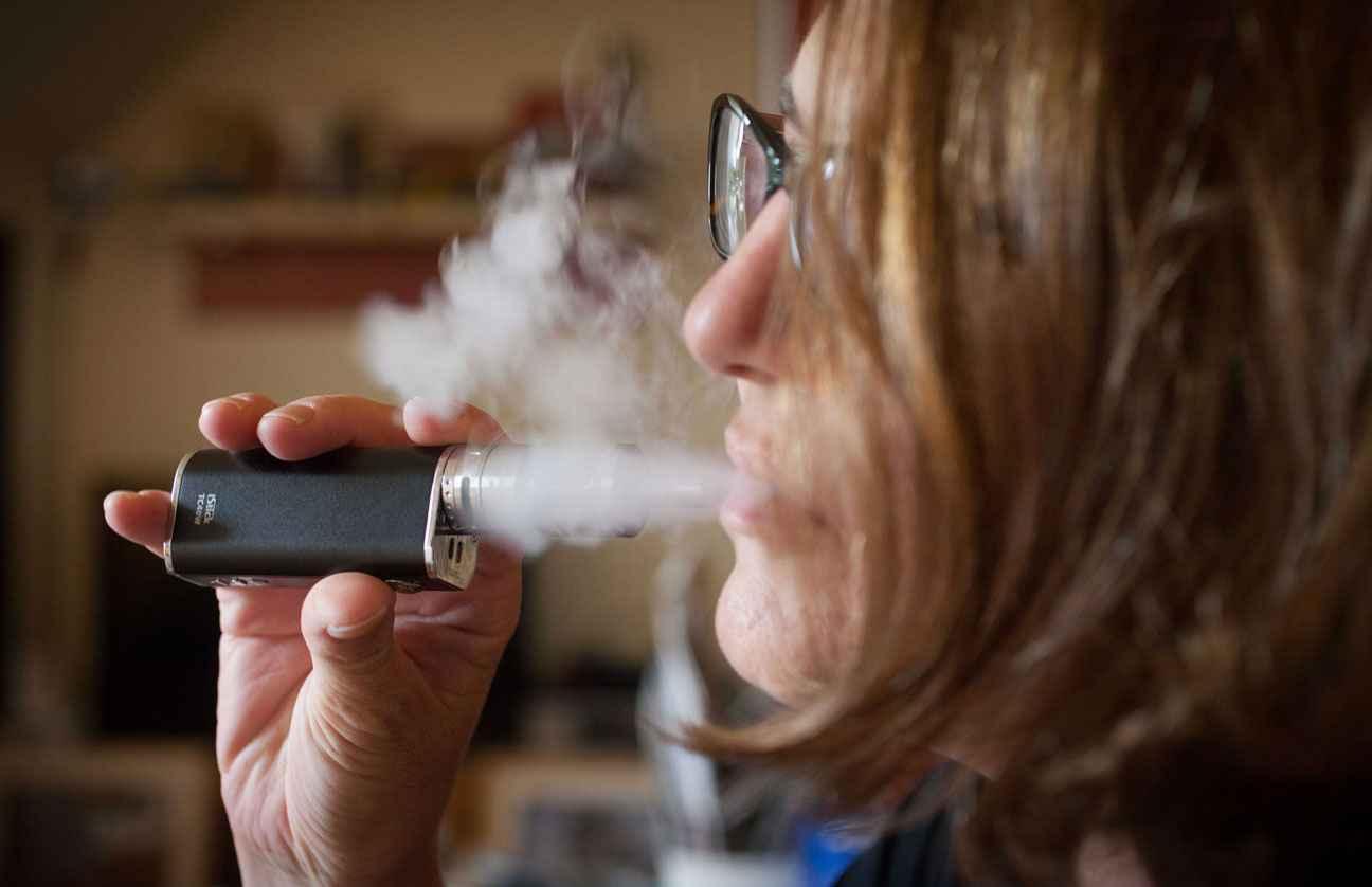 cigarette lectronique vapoter est moins nocif pour la sant que le tabac. Black Bedroom Furniture Sets. Home Design Ideas