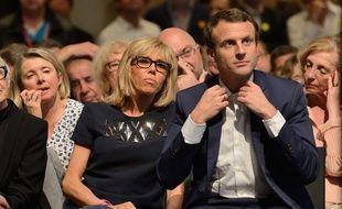 """Emmanuel Macron and his wife Brigitte being pictured public meeting of his political movement """"En Marche"""" at La Maison de la Mutualite in Paris on July 12, 2016.//LICHTFELD_erez715.034/Credit:EREZ/SIPA/1607130747"""