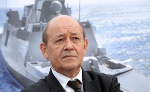 """Le ministre de la Défense, Jean-Yves Le Drian, a confirmé jeudi à Lorient la poursuite du programme des Frégates européennes multimissions (FREMM), """"le plus grand programme naval européen"""", dans un contexte où """"l'enjeu maritime est majeur au XXIè siècle""""."""