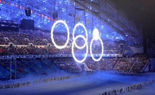 Les quatre anneaux olympiques et le flocon, lors de la cérémonie d'ouverture de Sotchi, le 7 février 2014.
