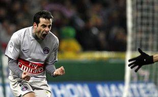 Ludovic Giuly tout heureux après son but à Nantes, le 7 février 2009.