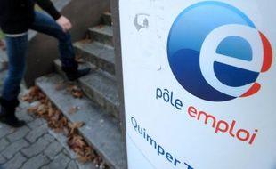 L'Unédic, organisme d'assurance chômage, a prévenu jeudi que son déficit allait se creuser en 2012 à 4,3 milliards d'euros, avec une hausse prévisible des demandeurs d'emplois de 214.200 sur l'année.