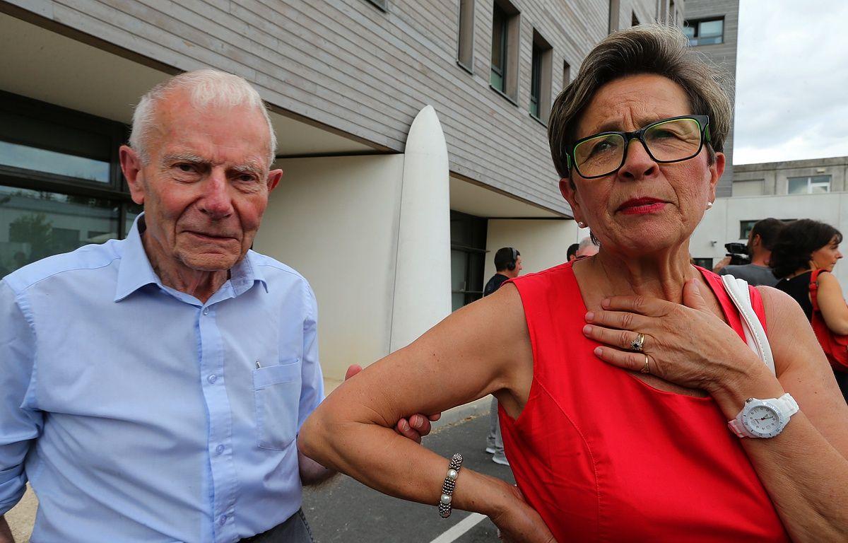 Reims, le 15 juillet 2015. Pierre et Viviane Lambert, les parents de Vincent, se rendent à l'hôpital Sébastopol où est soigné leur fils. – FRANCOIS NASCIMBENI / AFP