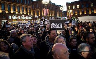 10000 personnes étaient présentes mercredi soir sur la place du Capitole en hommage aux victimes de l'attentat contre Charlie Hebdo.