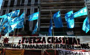 La présidente argentine Cristina Kirchner a regagné sa chambre après avoir passé trois jours dans l'unité de soins intensifs de l'hôpital où elle a été opérée mardi avec succès d'un hématome à la tête, a annoncé vendredi son porte-parole.