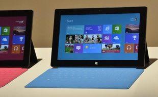 Microsoft joue une partie de son recentrage sur le mobile avec sa première tablette informatique, la Surface, commercialisée depuis vendredi mais au sort incertain vu l'embouteillage actuel sur ce marché, où même Apple ne peut plus ignorer la concurrence.