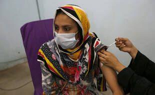 Selon le dernier bilan du moi sdu juin, au moins 2 milliard de doses de vaccin anti-Covid ont été injectées dans le monde depuis le début des campagnes vaccinales.