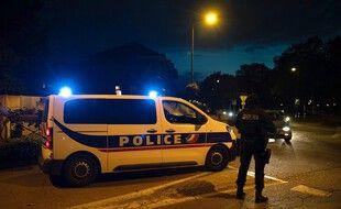 Des policiers à Eragny (Val-d'Oise) où un homme a été abattu par la police le 16 octobre 2020, soupçonné d'avoir décapité un enseignant.