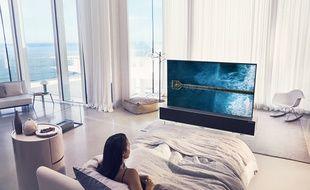 Le téléviseur enroulable OLED65R9 star du CES 2019.