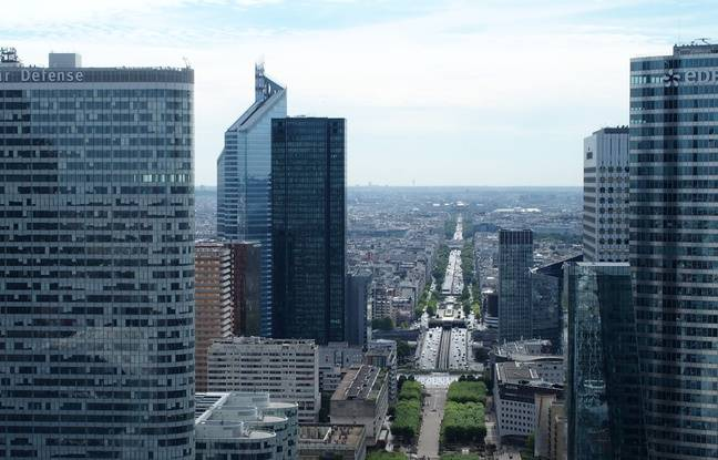 Sur le toit de la Grande arche de la Défense, un panorama à 360° s'offre au grand public.