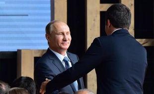 Vladimir Poutine accueilli par Matteo Renzi à son arrivée  sur le site de l'exposition universelle le 10 juin 2015 à Milan