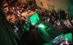 Des ambulances sur le lieu de l'explosion d'une bombe lors d'un mariage à Gaziantep, le 20 août 2016.