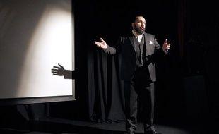 Dieudonné sur la scène du théâtre de la Main d'or, en janvier 2012.