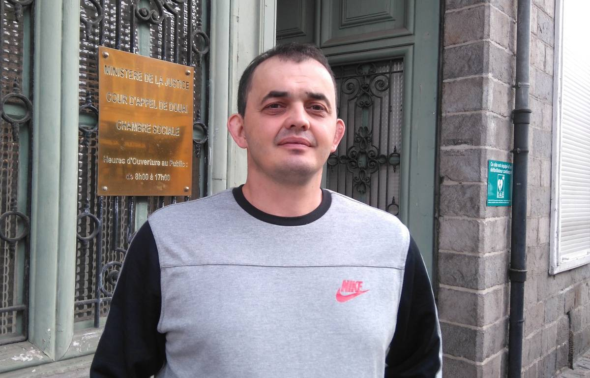 A Douai, le 15 septembre 2016 - Ludovic Milice, devant la cour d'appel de Douai. Il avait ete licencie apres avoir ete aux toilettes pendant le discours de son patron. – G. Durand / 20 Minutes