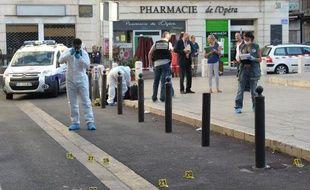 """Les trois personnes blessées par balles dimanche matin en plein centre-ville de Marseille n'étaient """"pas parties prenantes"""" à des altercations entre bandes qui avaient précédé cette fusillade."""
