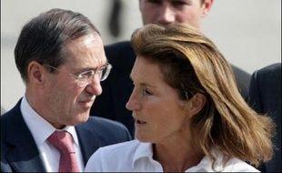 """M. Sarkozy a présenté sa visite de moins de 24 heures comme """"un déplacement politique pour aider la Libye à réintégrer le concert des nations"""". Il s'est personnellement impliqué, avec son épouse Cécilia, dans le dénouement de cette affaire qui a empoisonné pendant huit ans les relations entre l'Union européenne et Tripoli."""