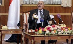 Le président Ali Abdallah Saleh s'est rendu lundi aux Etats-Unis afin d'y être soigné, au lendemain d'un discours d'adieu annonçant son départ du pouvoir au Yémen où des mutineries secouent l'armée.