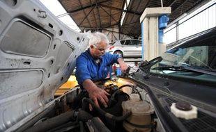 La France, où le chômage des plus de 50 ans a bondi en 2013, doit faire plus pour favoriser l'emploi des seniors, très inférieur dans l'Hexagone à la moyenne internationale, selon l'OCDE qui a formulé jeudi une série de recommandations susceptibles de faire grincer des dents.