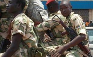 Au moins 60 personnes ont été tuées dimanche et lundi dans l'ouest de la Centrafrique lors de combats opposant les forces du nouveau régime à des hommes armés présentés comme des partisans de l'ex-président François Bozizé, a indiqué la présidence centrafricaine.