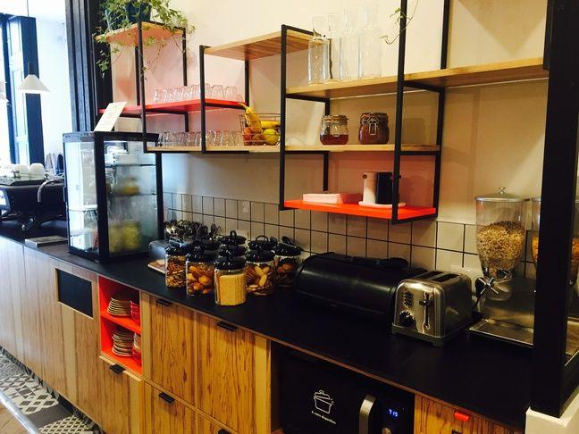 Le buffet en libre-service de l'Anticafé.