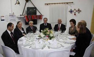 Le secrétaire général des Nations unies Ban Ki-moon réunit pour la cinquième fois lundi et mardi dans la banlieue de New York les dirigeants chypriote-grec et chypriote-turc pour tenter de faire avancer la réunification de l'île, divisée depuis 1974.