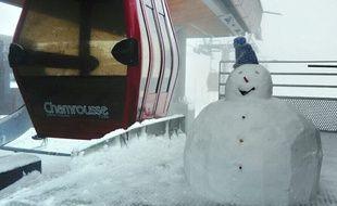 Un bonhomme de neige au sommet de Chamrousse.