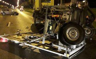 Un véhicule d'intervention a été percuté par une voiture sur l'A64, au sud de Toulouse.