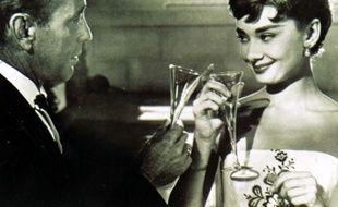 Les acteurs Humphrey Bogart et Audrey Hepburn dans Sabrina