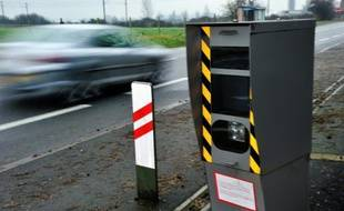 """Cinq cents nouveaux """"vrais"""" radars et plus de 10.000 leurres, les premiers en France, vont être installés sur les routes françaises dans les trois ans qui viennent"""
