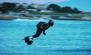 Le «Flyboard Air» est une sorte de skateboard volant, équipé de réacteurs.