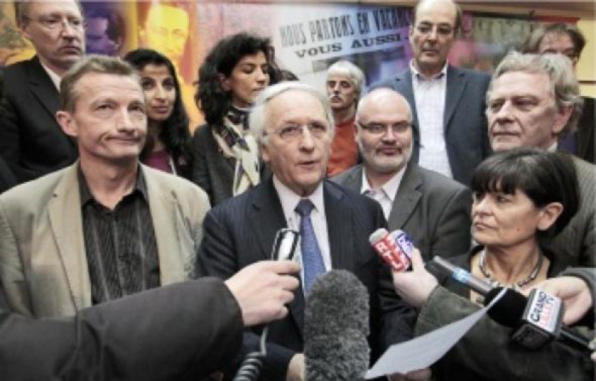 Le président PS sortant, Daniel Percheron (au centre), a annoncé l'accord vers 16h30. –  B. CHIBANE / SIPA