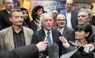 Le président PS sortant, Daniel Percheron (au centre), a annoncé l'accord vers 16h30.