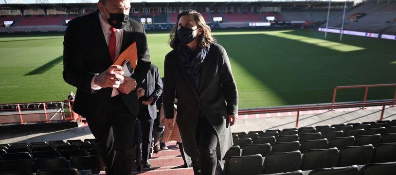 La ministre des Sports, Roxana Maracineanu, et  Didier Lacroix, le président du Stade Toulousain, lors d'une visite ministérielle le 26 novembre.