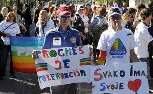 Des heurts entre la police et des centaines de personnes hostiles au déroulement de la première Gay Pride organisée à Podgorica ont fait vingt blessés parmi les policiers de la capitale du Monténégro, pays très conservateur qui négocie son adhésion à l'Union européenne.