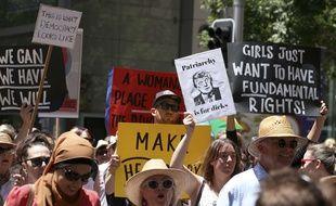 Sydney, le 21 janvier 2017. - «Marche des femmes» à Sydney en Australie des opposants à Donald Trump. La manifestation principale doit se tenir à Washington où 200.000 personnes sont attendues.