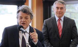Gilles Bourdouleix, à droite, avec Jean-Louis Borloo, le 23 juin 2011.
