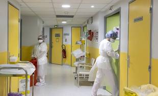 Dans l'unité de soins Covid-19 de la clinique Saint-Jean, à Cagnes-sur-Mer