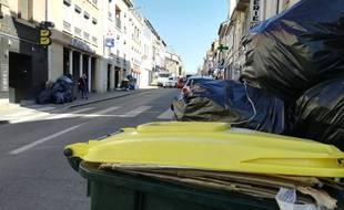 Les poubelles s'entassent dans de nombreux quartiers de Lyon et des communes périphériques. Illustration.