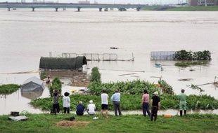 Quelque 400.000 personnes ont été appelées à évacuer samedi dans le sud-ouest du Japon où 29 personnes sont mortes ou portées disparues, victimes des pluies torrentielles qui se sont abattues sur la région depuis trois jours, selon un dernier bilan officiel.