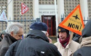 Le tribunal de Saint-Nazaire a autorisé mardi l'expulsion d'opposants qui occupent un ensemble de cabanes construites sur le site du futur aéroport contesté de Notre-Dame-des-Landes près de Nantes, a-t-on appris de source judiciaire.