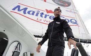 """Le Français Jérémie Beyou, qui participe au Vendée Globe, a signalé une """"avarie majeure"""" avec la quille de son bateau (Maître CoQ) et se déroute vers les îles du Cap Vert pour procéder à une inspection, a annoncé son équipe dimanche"""
