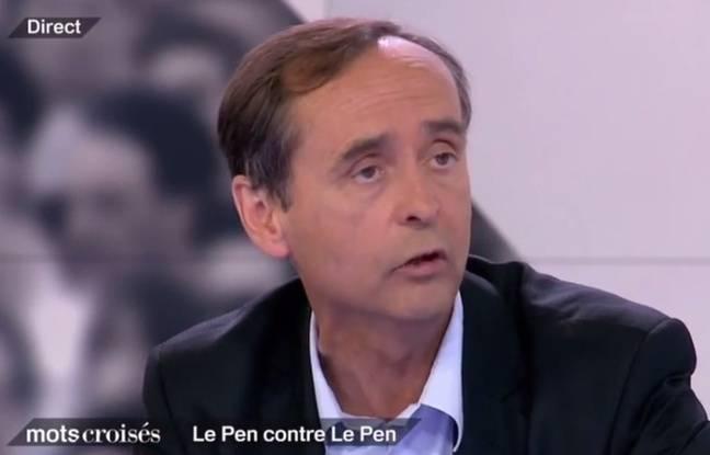 Robert Ménard, le maire de Béziers, sur le plateau de «Mots Croisés» de France 2.