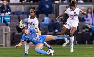 Catarina Macario (à droite), ici lors d'un match universitaire entre Stanford et North Carolina en décembre 2019.