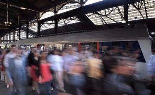 Une grève chez Air France risque de perturber le retour des vacances de la Toussaint qui se terminent le 5 novembre, tandis que le jour de la rentrée - le 6 novembre - les conducteurs SNCF sont appelés à la grève.