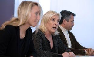 Marion Maréchal Le Pen, Marine Le Pen et Hervé de Lépinau