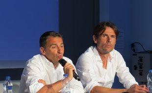 Le président du Toulouse Football Club Olivier Sadran, accompagné de l'entraîneur Dominique Arribagé, lors de la conférence de presse de rentrée du club, le 29 juin 2015 au centre de formation du TFC.